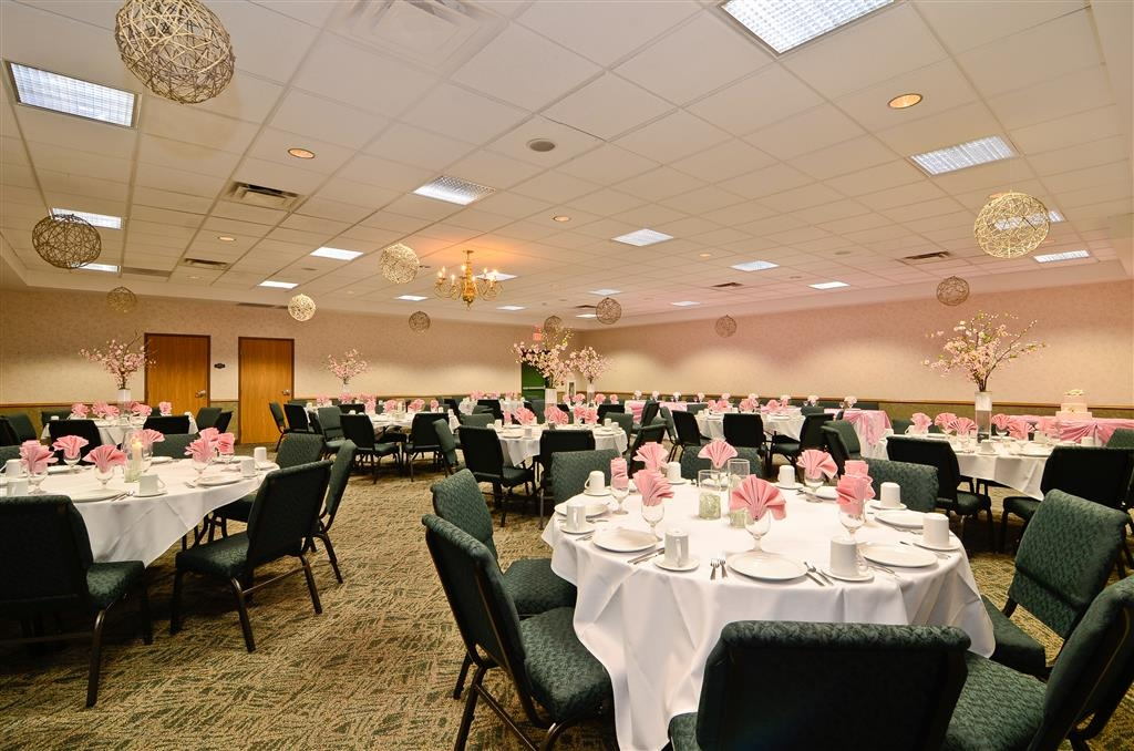 Best Western Wittenberg Inn - We can help you plan your special occasion including: anniversaries, birthday parties, reunions, showers, rehearsal dinners and gift openings.