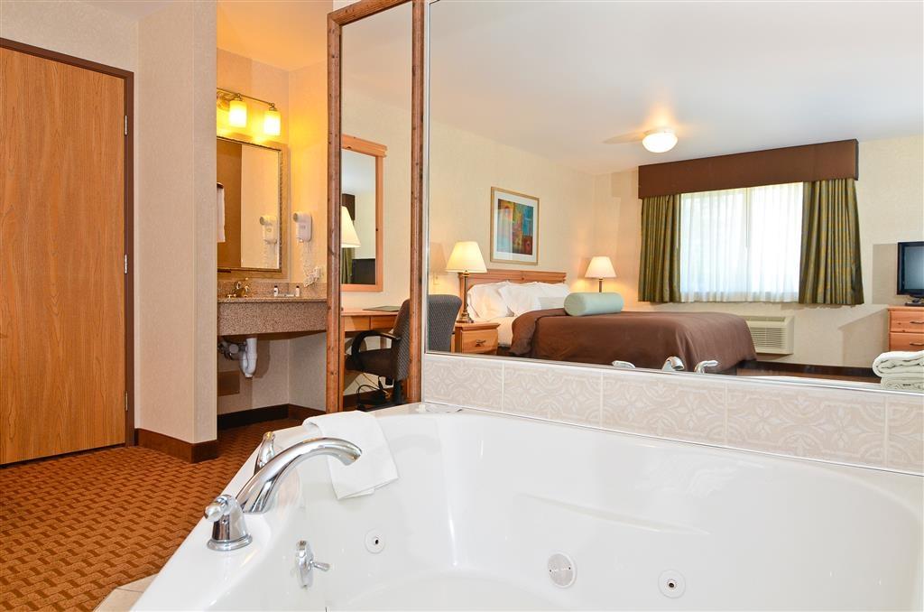 Best Western Wittenberg Inn - Whirlpool comfortably fits two adults.