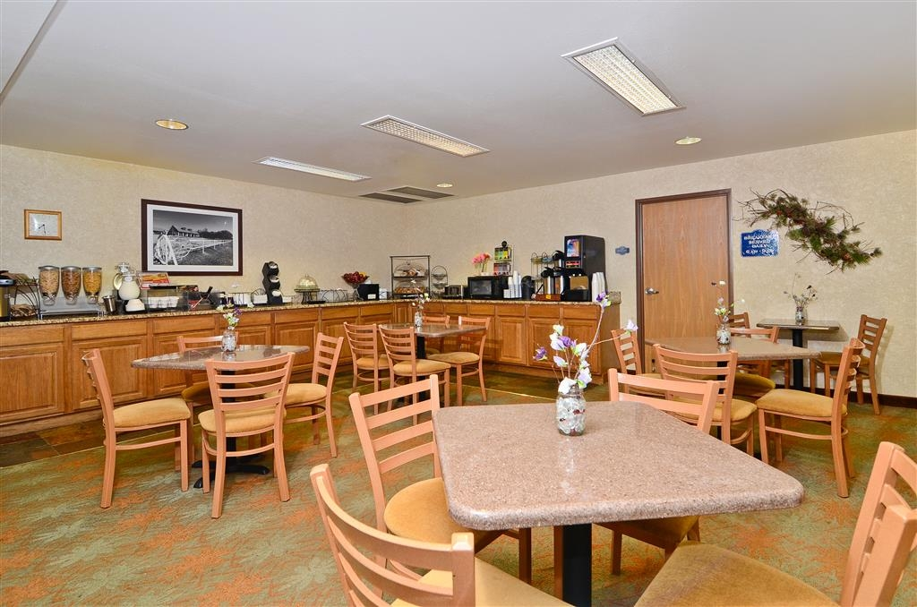 Best Western Wittenberg Inn - Breakfast Area