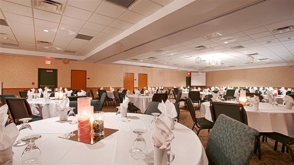 Best Western Wittenberg Inn - Nuestra sala de reuniones es perfecta para reuniones, presentaciones o seminarios con un número moderado de invitados.