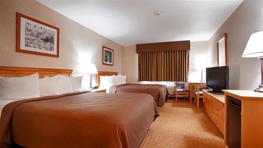 Best Western Wittenberg Inn - Our spacious two queen guest rooms has all the comforts of home at your fingertips.