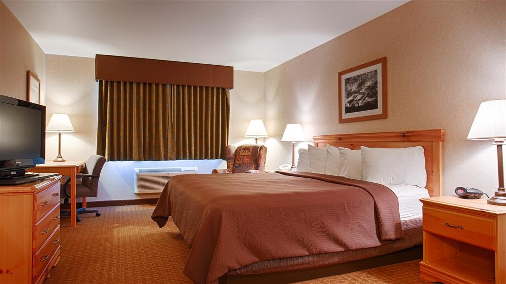 Best Western Wittenberg Inn - Sink into the comfort of our soft mattresses in our king guest rooms.