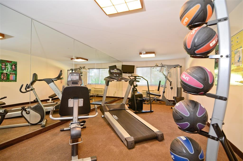 Best Western Wittenberg Inn - Stay in shape while you are away in our fitness center!