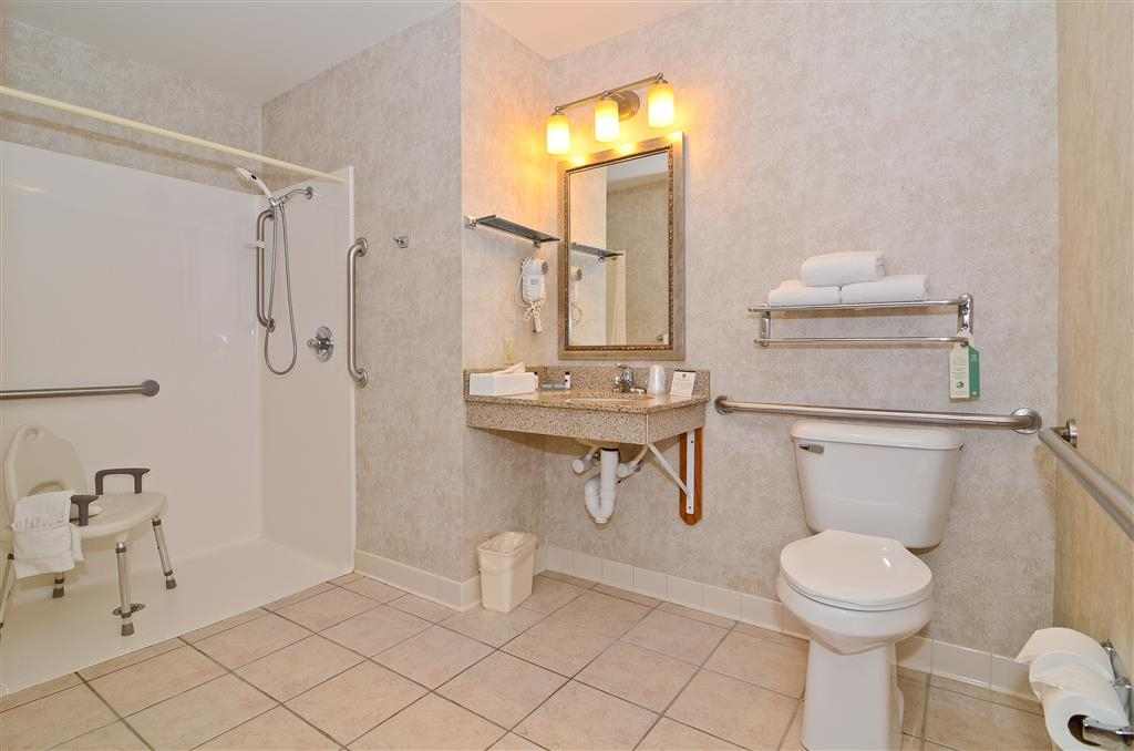 Best Western Wittenberg Inn - Mobility accessible bathrooms come with either a tub or walk-in shower. Additional towels and supplies always available.
