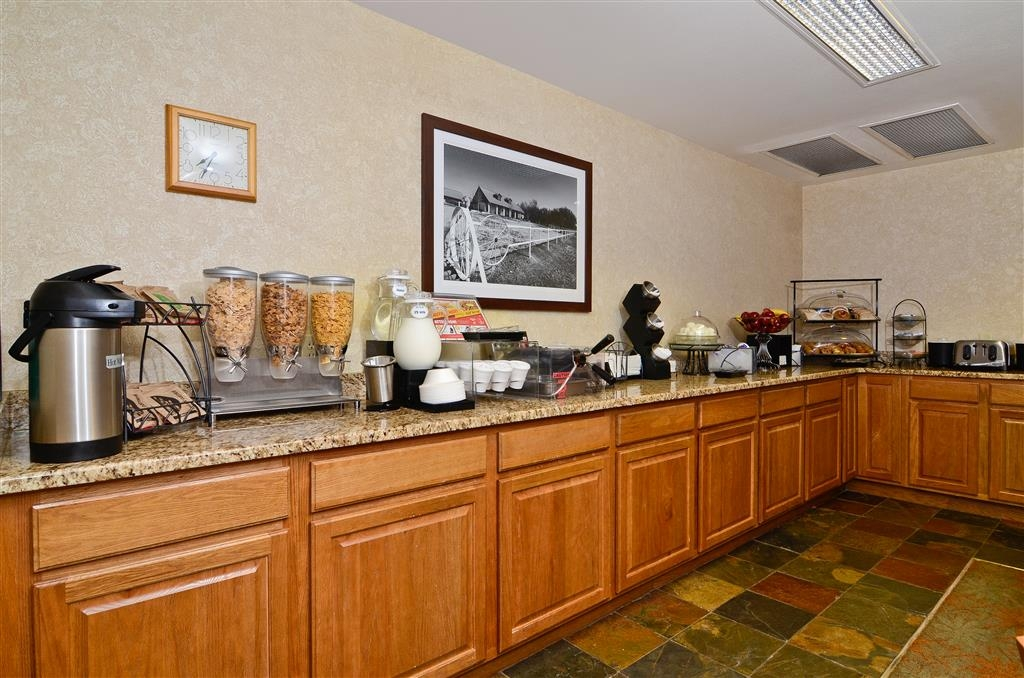 Best Western Wittenberg Inn - Start your day out right with our complimentary continental breakfast selection of cereals, fruit, eggs, yogurt, Belgium waffles, pastry & beverages.