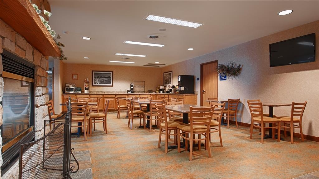 Best Western Wittenberg Inn - Even if you're in rush, don't miss the most important meal of the day.