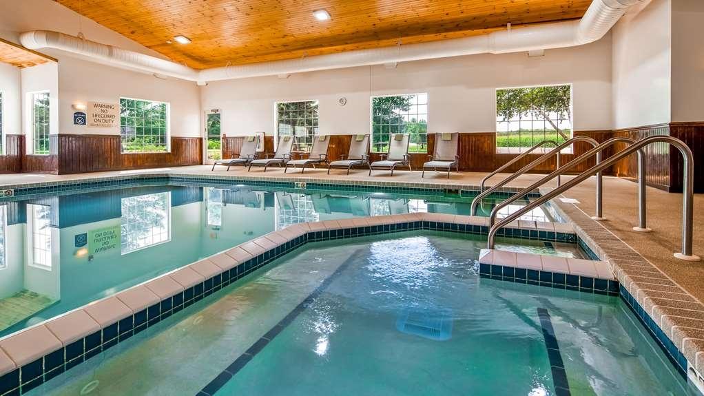 Best Western Wittenberg Inn - Vista de la piscina