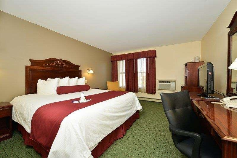 Best Western The Hotel Chequamegon - King Room