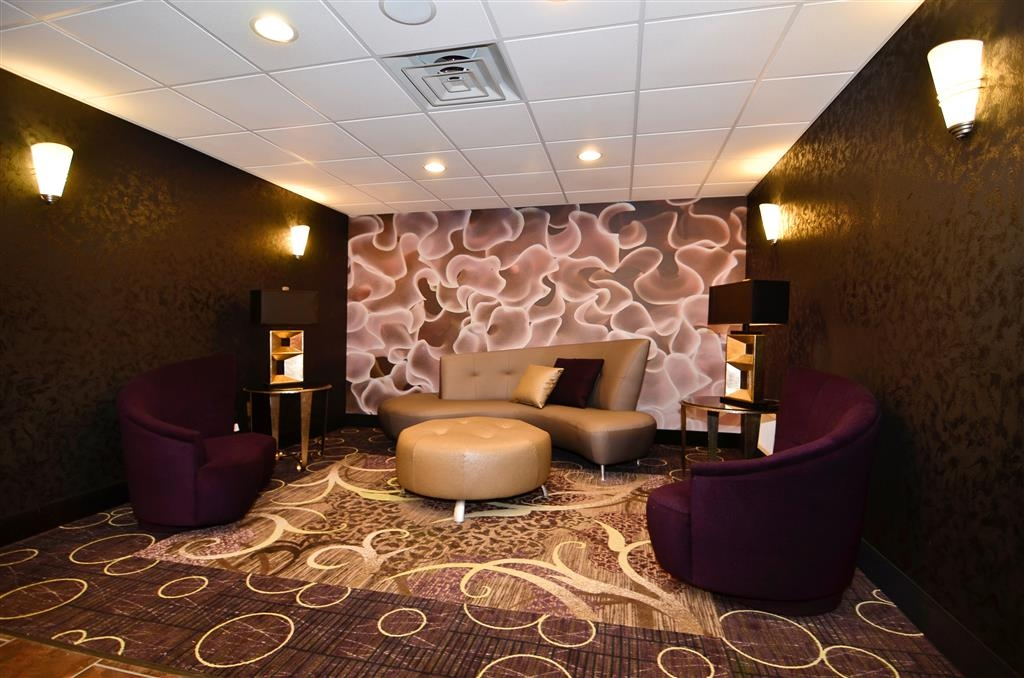 Best Western Plover-Stevens Point Hotel & Conference Ctr - Relax in our luxurious lobby.