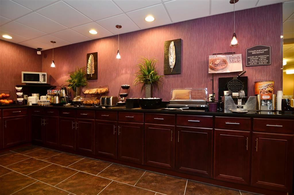 Best Western Plover-Stevens Point Hotel & Conference Ctr - Wake up to our complimentary hot breakfast buffet each morning.