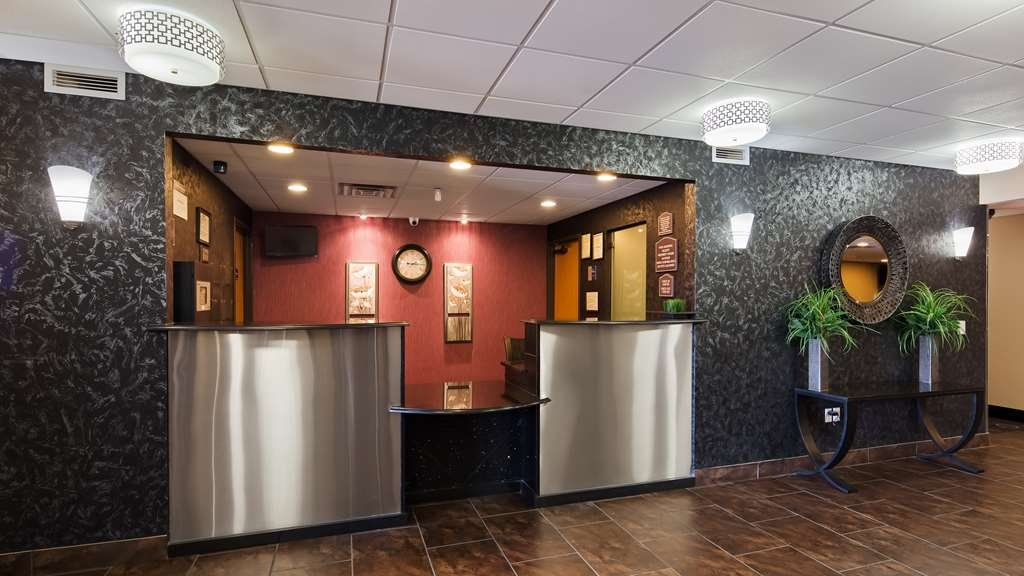 Best Western Plover-Stevens Point Hotel & Conference Ctr - Be sure to visit our front desk for help with check in/out.