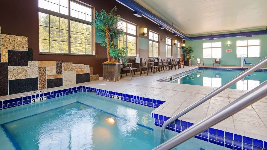 Best Western Plover-Stevens Point Hotel & Conference Ctr - The indoor pool is perfect for taking a quick dip or swimming laps.