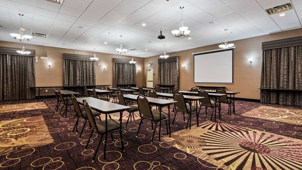 Best Western Plover-Stevens Point Hotel & Conference Ctr - Allow our professional staff to cater to your needs for your next meeting or event.