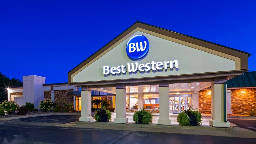 Best Western Tomah Hotel - No matter what time of year, we know you will love the Best Western Tomah Hotel.