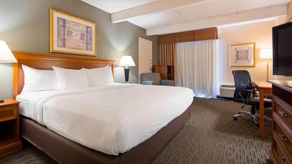 Best Western Tomah Hotel - Your comfort is our first priority. In our King Room, you will find that and much more.