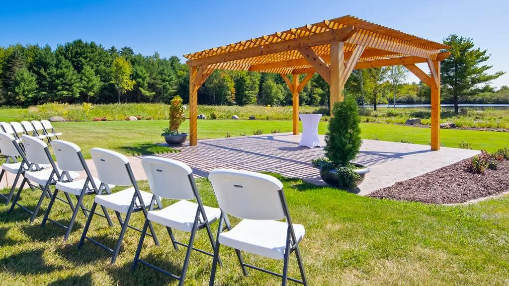 Best Western Tomah Hotel - Outdoor wedding venue complete with pergola and pond!