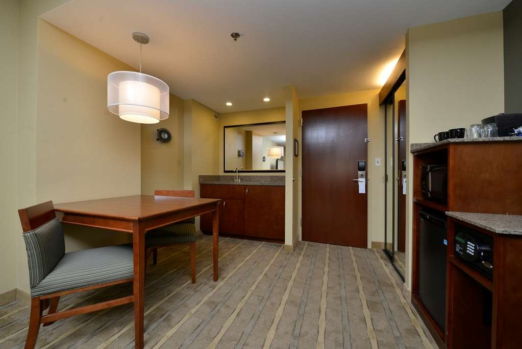 Best Western Premier Waterfront Hotel & Convention Center - Relax in the whirlpool/fireplace suite, our largest and most luxurious guest room.