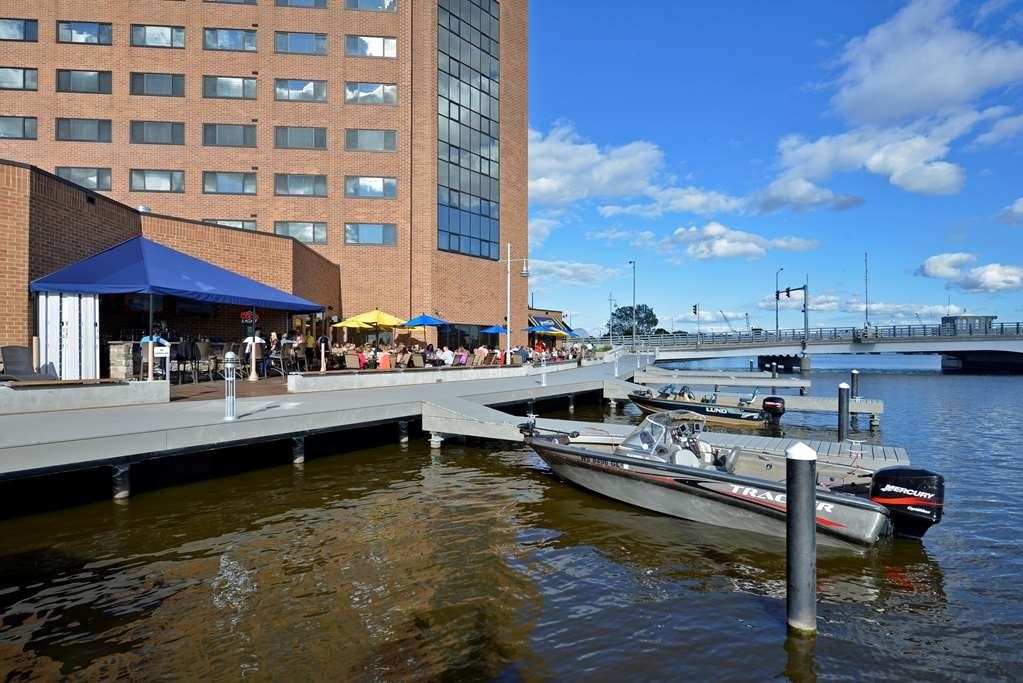 Best Western Premier Waterfront Hotel & Convention Center - Dockside access to the hotel's restaurant, the Ground Round® at River's Edge.