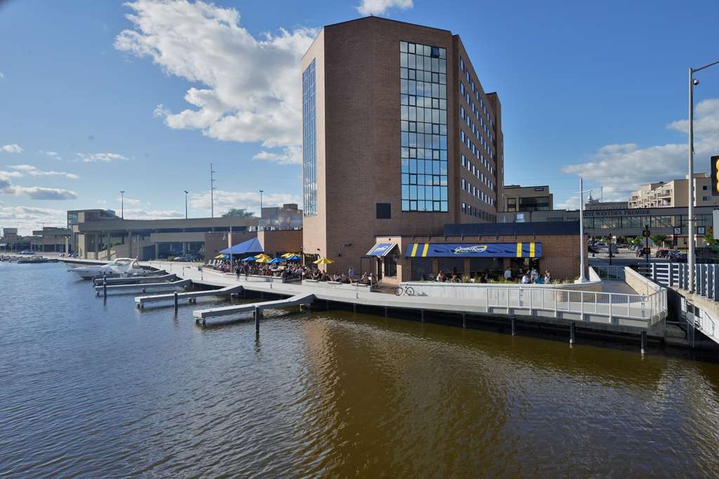 Best Western Premier Waterfront Hotel & Convention Center - The Oshkosh River walk connects to the popular Wiowash trail for a scenic walk, hike or bicycle ride.