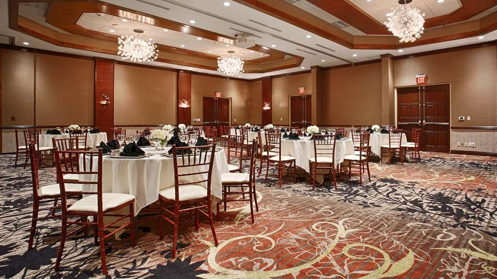 Best Western Premier Waterfront Hotel & Convention Center - Enjoy dinner in the Athearn Ballroom with seating up to 220 guests.