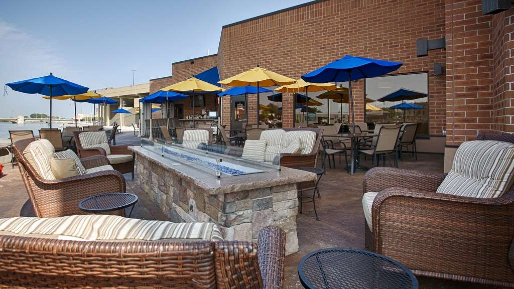 Best Western Premier Waterfront Hotel & Convention Center - Our on-site restaurant, Ground Round® at River's Edge, offers a riverfront patio that's perfect for any gathering!