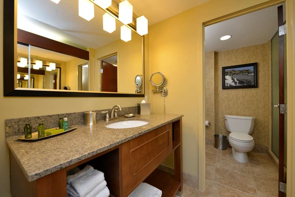 Best Western Premier Waterfront Hotel & Convention Center - The one room Executive Suites feature an extra spacious vanity area and closet.