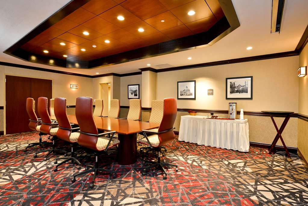 Best Western Premier Waterfront Hotel & Convention Center - The Foundation Board Room is attractively appointed and very functional with all audio visual requirements our guests might have. A popular room for small but important meetings.