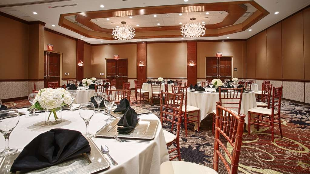 Best Western Premier Waterfront Hotel & Convention Center - The formal Athearn Ballroom is perfect for moderate sized gatherings, weddings, presentations or seminars.