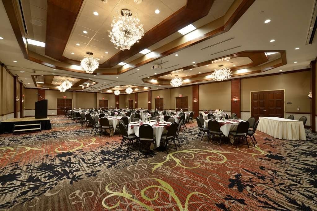 Best Western Premier Waterfront Hotel & Convention Center - A variety of events can be hosted in the formal Athearn Ballroom.