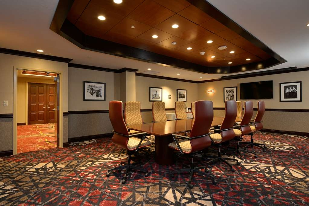 Best Western Premier Waterfront Hotel & Convention Center - Enjoy access to this board room as well as access to other flexible meeting spaces throughout the hotel and Convention Center.