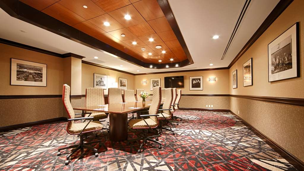 Best Western Premier Waterfront Hotel & Convention Center - We offer the perfect conference room to exchange business ideas or strategies.