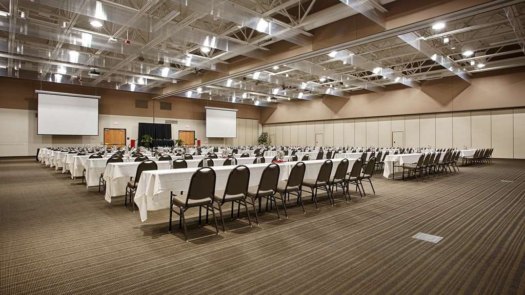 Best Western Premier Waterfront Hotel & Convention Center - The Oshkosh Convention Center is perfect for any large meeting or gathering servicing events of up to 1,200 people.