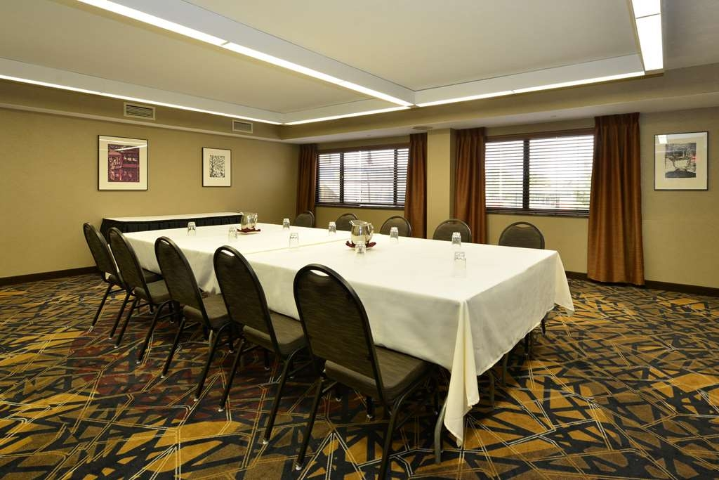 Best Western Premier Waterfront Hotel & Convention Center - There is plenty of flexibility with 19 meeting rooms on-site.