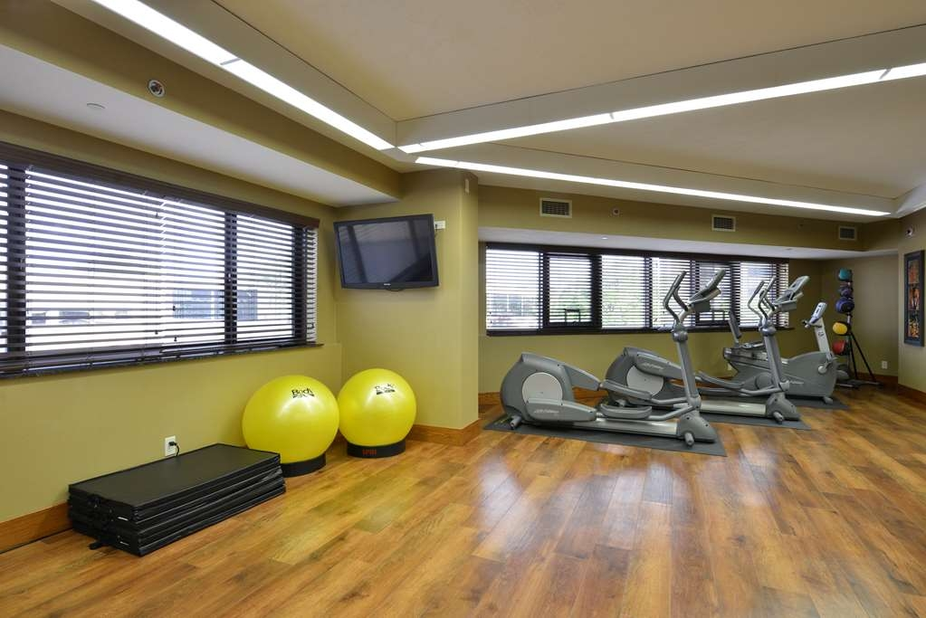 Best Western Premier Waterfront Hotel & Convention Center - Enjoy access to a variety of exercise equipment in the fitness center.
