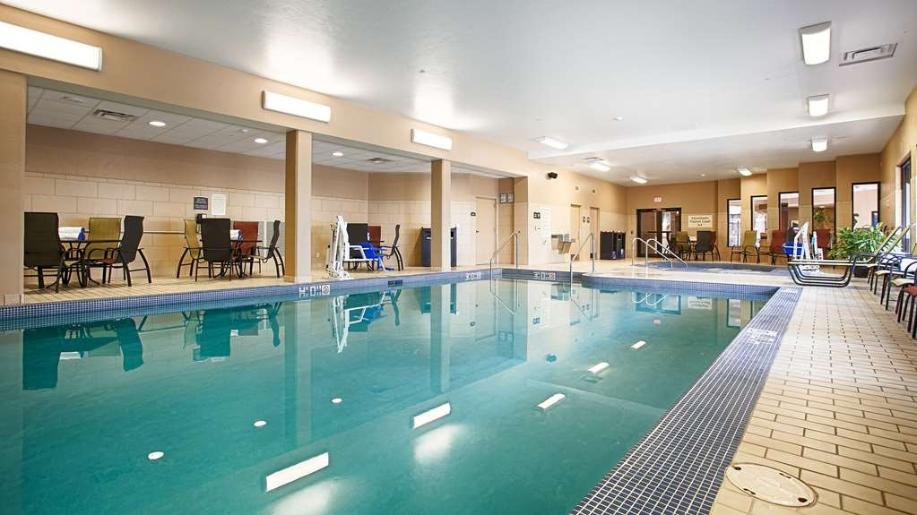 Best Western Premier Waterfront Hotel & Convention Center - Don't let the weather stop you from jumping in. The indoor pool is heated year-round.