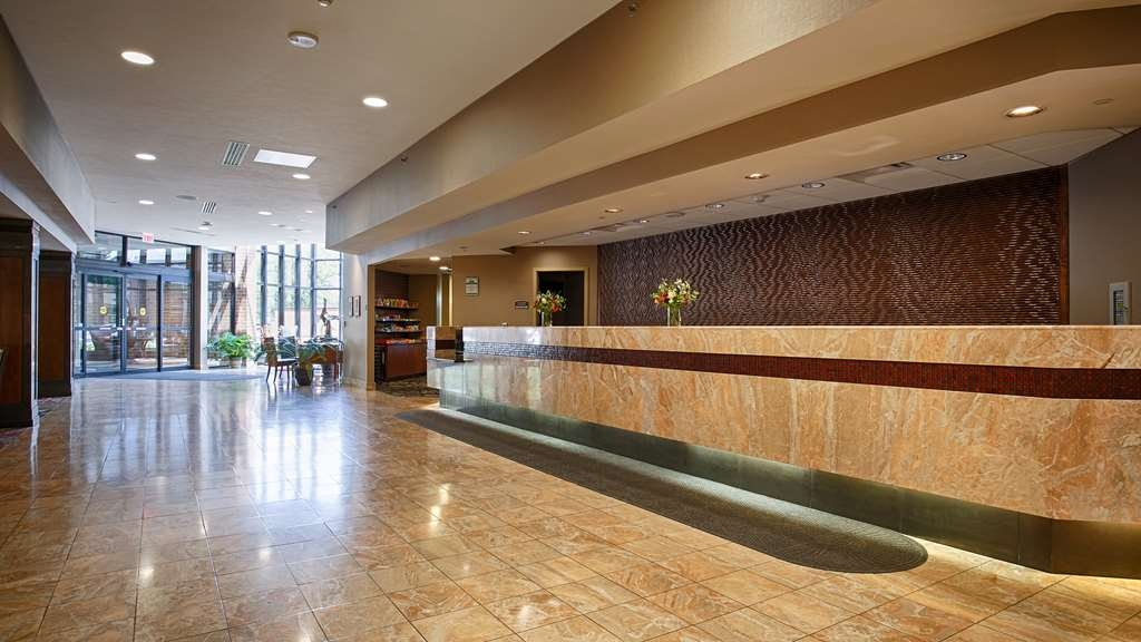 Best Western Premier Waterfront Hotel & Convention Center - From the moment you enter our hotel, our courteous guest service representatives are available to welcome and assist you, 24 hours a day.