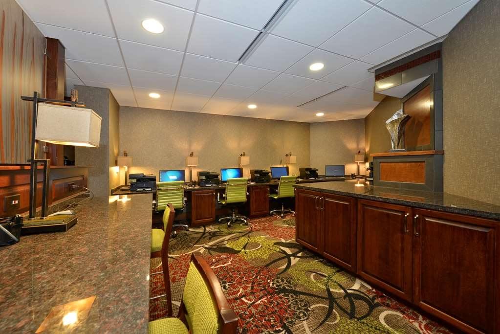 Best Western Premier Waterfront Hotel & Convention Center - Stay productive with complimentary access to computers, printers, and photocopiers.