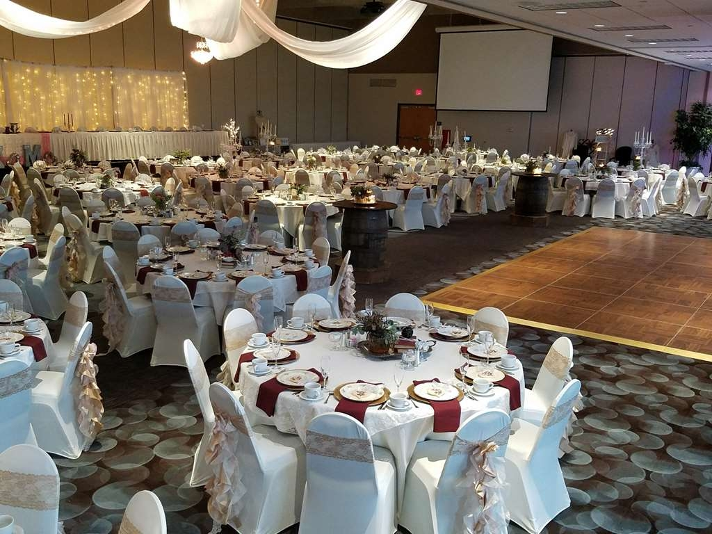 Best Western Premier Waterfront Hotel & Convention Center - The Oshkosh Convention Center can host two weddings nightly with attendance up to 450 people for each wedding. Weddings are serviced by the hotel's culinary and service team.