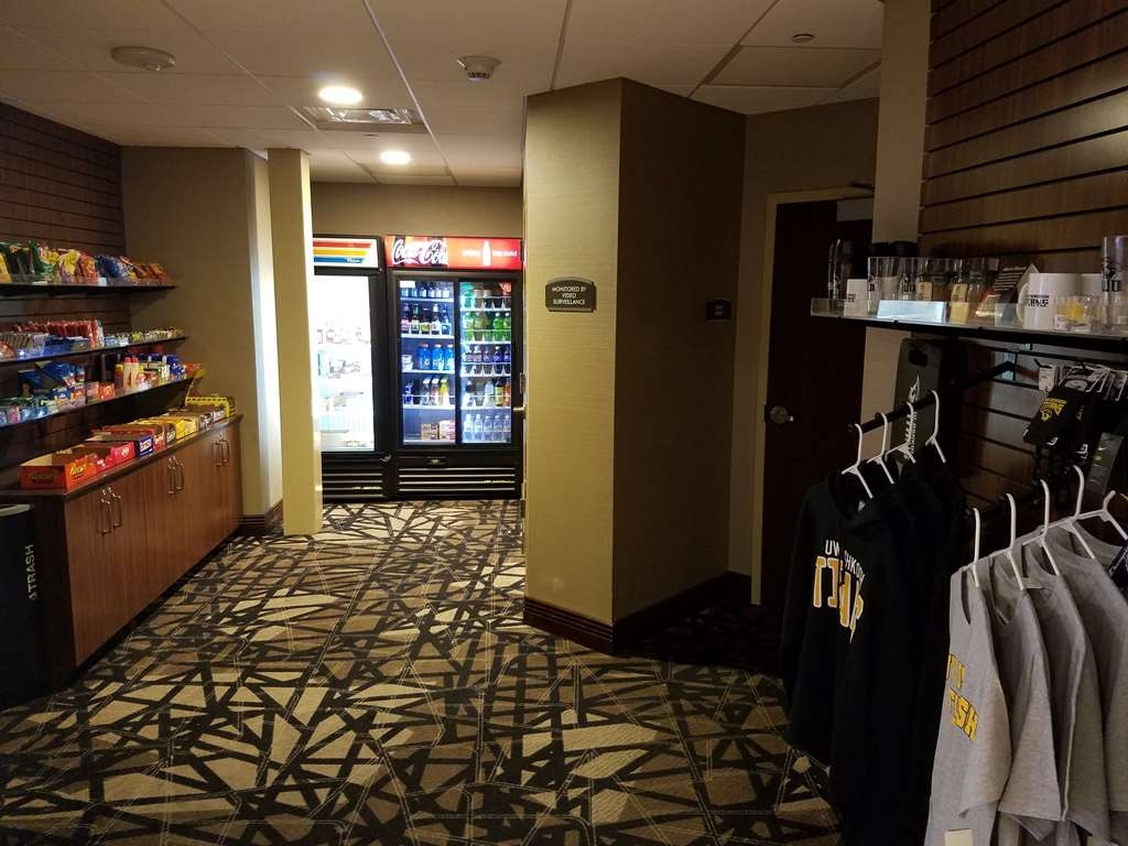 Best Western Premier Waterfront Hotel & Convention Center - Stop by the on-site sundry shop for a tasty snack, beverage or to take care of a forgotten amenity. Choose from a selection of UW-Oshkosh items for sale.