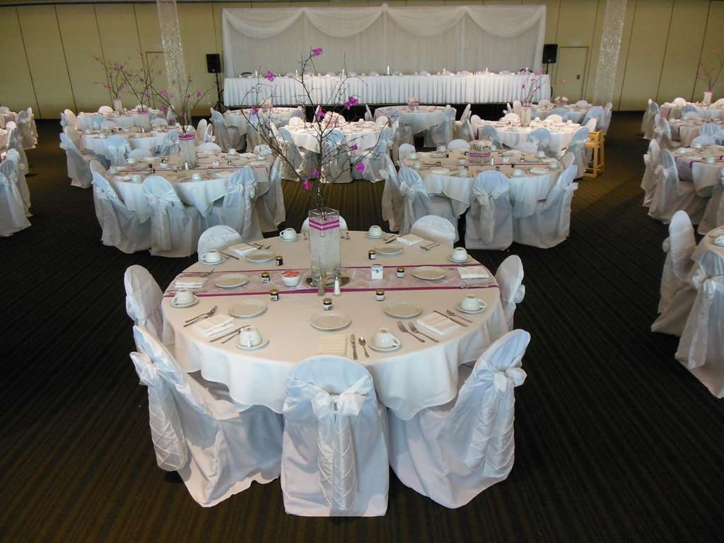 Best Western Premier Waterfront Hotel & Convention Center - Elegant wedding receptions are held weekly at the Oshkosh Convention Center and in the hotel.