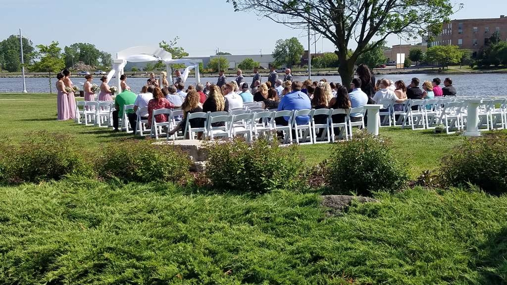 Best Western Premier Waterfront Hotel & Convention Center - Outdoor wedding ceremonies can be reserved on the Riverside Park lawn at the Oshkosh Convention Center.