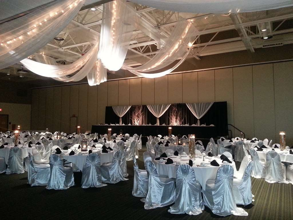 Best Western Premier Waterfront Hotel & Convention Center - Enjoy many options for dramatic ceiling decor at the Oshkosh Convention Center.