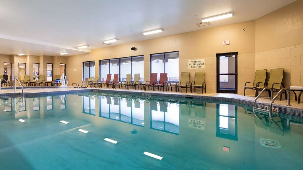 Best Western Premier Waterfront Hotel & Convention Center - Take a dip in the heated indoor swimming pool open with extended hours.