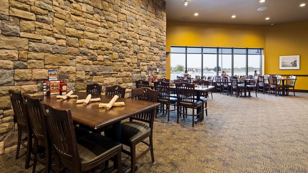 Best Western Premier Waterfront Hotel & Convention Center - Choose from a wide selection of seating for your dining pleasure, breakfast, lunch or dinner.