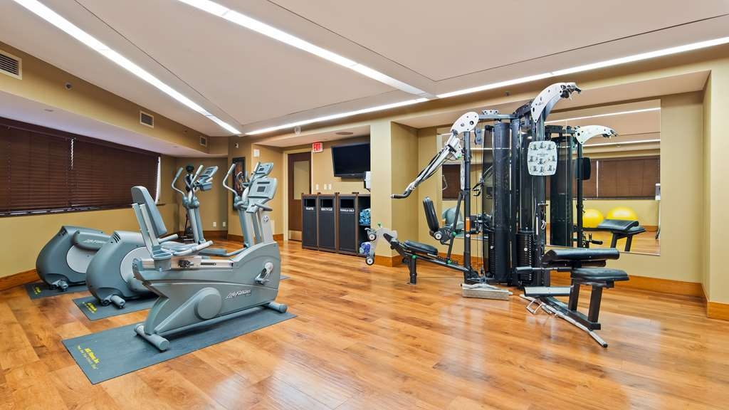 Best Western Premier Waterfront Hotel & Convention Center - The on-site fitness center has both cardio and weight resistance training machines.
