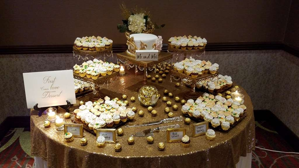 Best Western Premier Waterfront Hotel & Convention Center - Elegant cupcakes for one of the hotel's many catered weddings.
