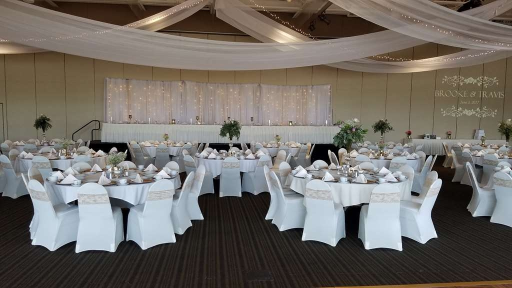 Best Western Premier Waterfront Hotel & Convention Center - Elegant wedding on the river view side of the Oshkosh Convention Center catered by the hotel's culinary and service teams.