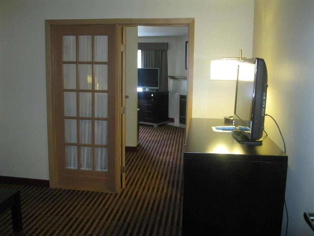 Best Western Germantown Inn - King Bed Suite with Whirlpool & Fireplace