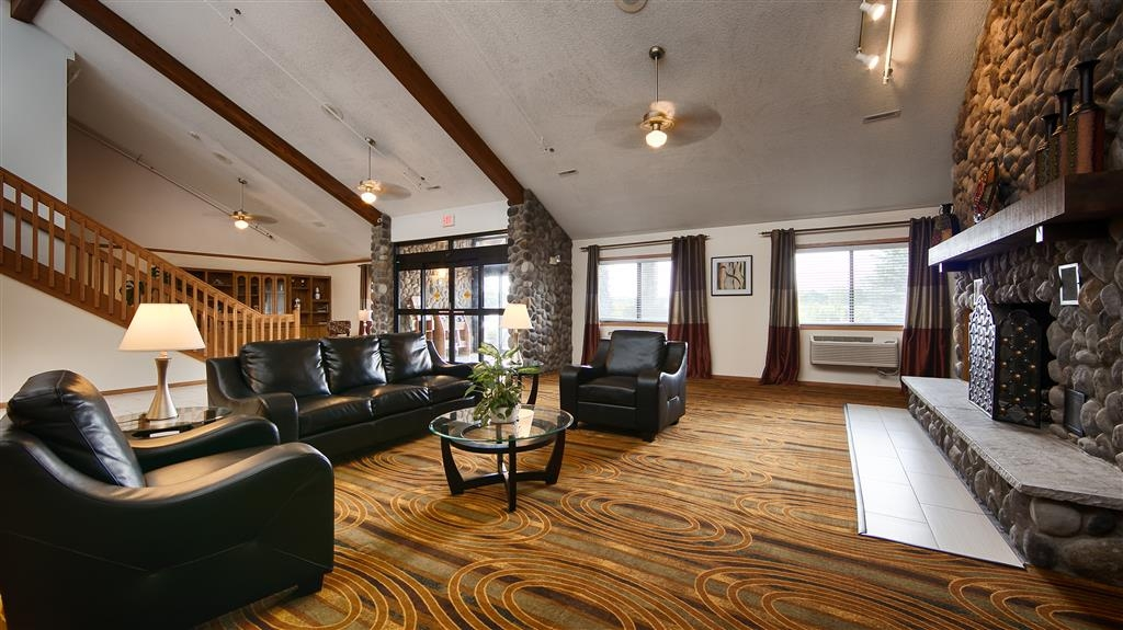 Best Western Germantown Inn - Come and enjoy our cozy lobby, offering a place to socialize with other guests or members of your party.