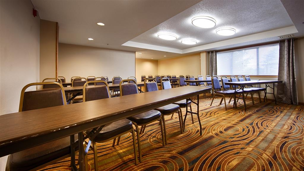 Best Western Germantown Inn - Our meeting room is perfect for moderate sized gatherings, presentations or seminars.
